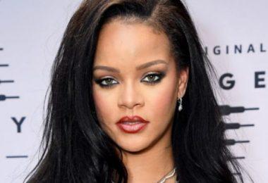 Rihanna Surprises Fan At Barbados Gas Station